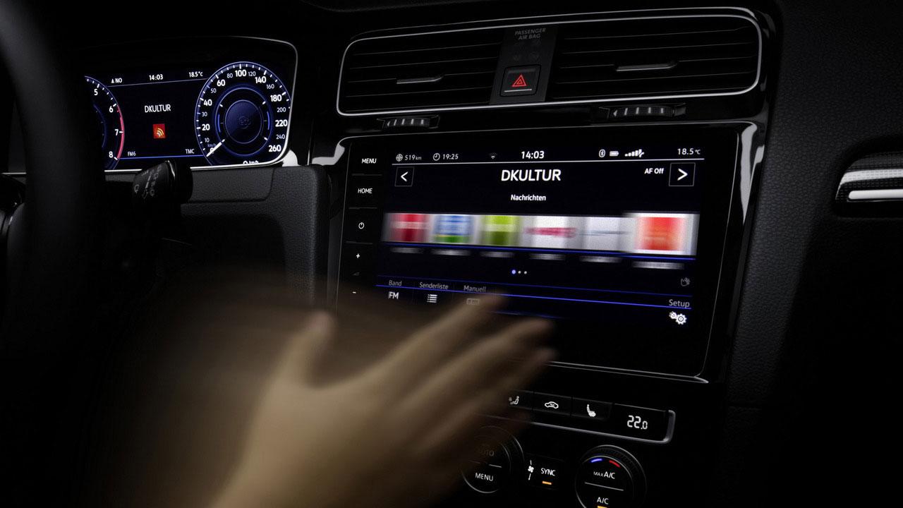 L'écran tactile de la golf 7 dispose d'un détecteur de mouvements, très efficace.
