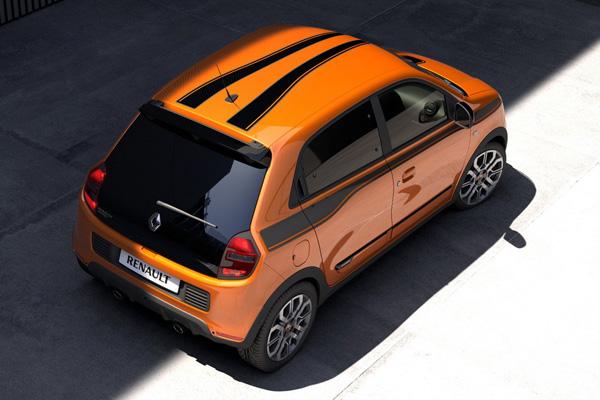 On retrouve également des stickers sur le toit de la version sportive de la Renault.