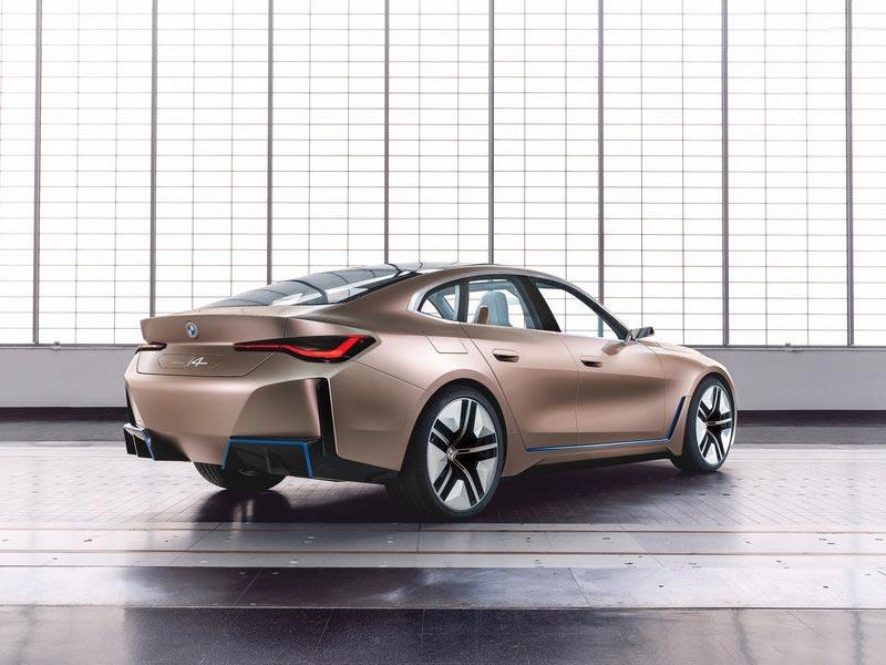 BMW i4 arrière