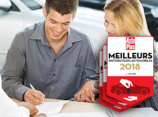couple signe achat voiture neuve